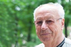 Uomo anziano sorridente fotografie stock