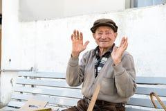 Uomo anziano sul banco Immagini Stock Libere da Diritti