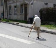 Uomo anziano sulla via Fotografia Stock Libera da Diritti