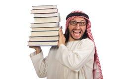 Uomo arabo con i libri isolati su bianco Fotografia Stock