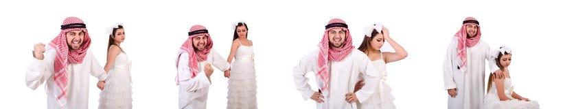 Uomo arabo con la sua moglie su bianco immagine stock libera da diritti
