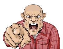 Uomo arrabbiato con la testa rasa che grida e che indica Immagini Stock