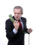 Uomo arrabbiato sul telefono immagini stock