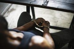 Uomo arrestato con il crimine delle manette Fotografie Stock Libere da Diritti