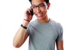 Uomo asiatico che parla sul telefono Immagine Stock Libera da Diritti