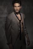 Uomo astuto serio senza camicia Fotografie Stock Libere da Diritti