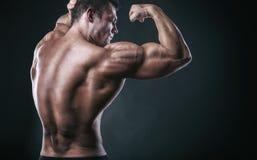 Uomo atletico immagini stock