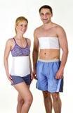 Uomo atletico e donna che indossano indietro i ganci di sostegno Fotografia Stock Libera da Diritti
