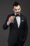 Uomo attraente con vetro di champagne in sua mano Fotografia Stock Libera da Diritti