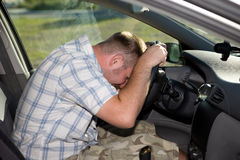 Uomo in automobile fotografie stock libere da diritti