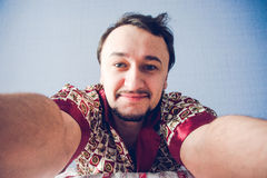 Uomo barbuto che fa il selfie di mattina Fotografie Stock Libere da Diritti