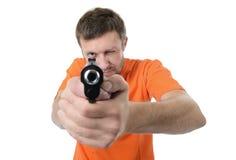 Uomo barbuto con una pistola Fotografie Stock Libere da Diritti