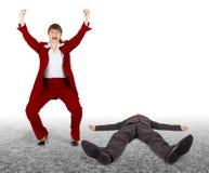 Uomo battuto - la donna exults. Risultato di disputa. Fotografia Stock Libera da Diritti