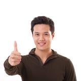 Uomo bello che dà pollice su, bianco isolato Fotografia Stock