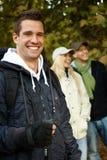 Uomo bello che fa un'escursione nel sorridere della foresta Fotografia Stock Libera da Diritti