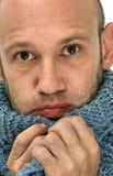 Uomo bello che porta sciarpa calda Fotografia Stock