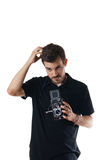 Uomo bello con il kcamera dell'annata che graffia testa Immagini Stock Libere da Diritti