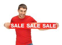 Uomo bello con il segno di vendita Immagine Stock Libera da Diritti