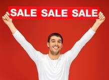 Uomo bello con il segno di vendita Fotografie Stock