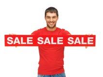 Uomo bello con il segno di vendita Immagini Stock