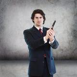 Uomo bello con una pistola della mano Fotografie Stock Libere da Diritti