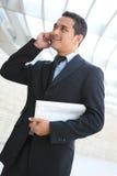 Uomo bello di affari all'ufficio Fotografie Stock Libere da Diritti