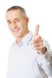 Uomo bello felice che indica voi Fotografia Stock Libera da Diritti