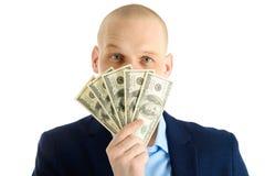 Uomo bello felice in fan della tenuta del vestito delle banconote del dollaro, uomo d'affari e soldi Isolato su priorità bassa bi immagini stock