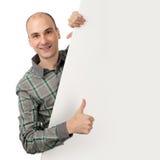 Uomo bello sorridente con la bandiera in bianco Fotografia Stock