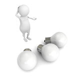 Uomo bianco 3d che pensa una nuova idea sopra le lampadine Immagine Stock
