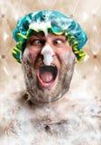 Uomo bizzarro con la gomma piuma del sapone sul radiatore anteriore Fotografie Stock