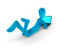 Uomo blu con il computer portatile Immagine Stock