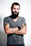 Uomo brutale tatuato Fotografie Stock