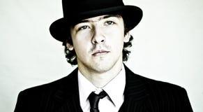 Uomo in cappello di giocatore di bocce. immagini stock