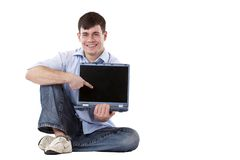 Uomo casuale con il computer portatile che indica allo copia-spazio Fotografia Stock