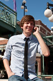Uomo casuale di affari sul telefono mobile Fotografie Stock Libere da Diritti