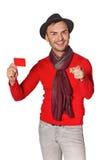 Uomo casuale sorridente che mostra la carta di credito in banca Fotografie Stock