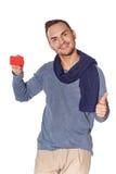 Uomo casuale sorridente che mostra la carta di credito in banca Fotografia Stock Libera da Diritti