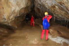Uomo in caverna Fotografia Stock