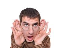 Uomo che ascolta con le grandi orecchie. Fotografia Stock