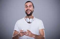 Uomo che ascolta la musica Fotografie Stock Libere da Diritti