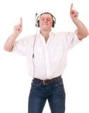 Uomo che ascolta la musica sulla cuffia Fotografie Stock Libere da Diritti