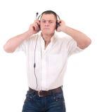 Uomo che ascolta la musica sulla cuffia Fotografia Stock
