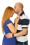 Uomo che bacia la donna della fronte Fotografie Stock Libere da Diritti