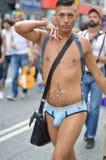 Uomo che cammina nel festival 2013 di gay pride di Copenhaghen Fotografia Stock