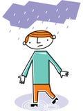 Uomo che cammina in pioggia Fotografie Stock