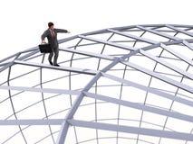 Uomo che cammina sopra la sfera Immagine Stock