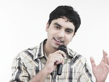 Uomo che canta una canzone Fotografie Stock Libere da Diritti
