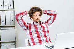 Uomo che cattura una rottura Immagine Stock