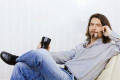 Uomo che comunica sul telefono mobile Fotografia Stock